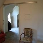 Porte en verre trempé (sécurit) coulissante sur mesure en applique sur le mur